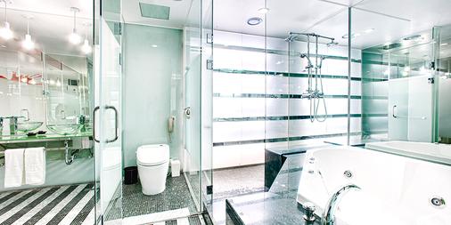 Imperial Palace Boutique Hotel, Itaewon - Seoul - Bathroom