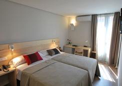 Hotel Avenida - Pamplona - Bedroom