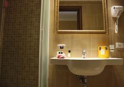 Locanda Navona - Rome - Bathroom