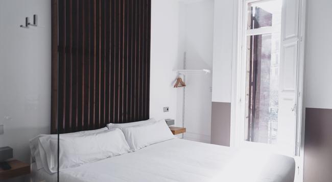 Cosmopolitan Boutique Hostal - Barcelona - Bedroom