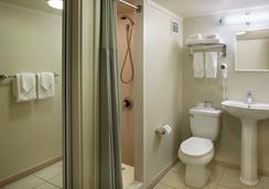 Ambassador Hotel Waikiki - Honolulu - Bathroom
