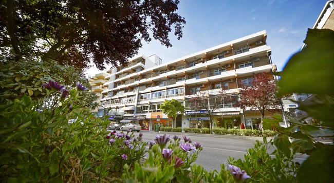 Hotel San Cristóbal - Marbella - Building