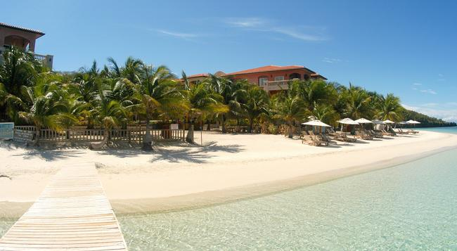 Infinity Bay Spa & Beach Resort - Coxen Hole - Building