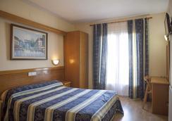 Hotel Silvia - Empuriabrava - Bedroom